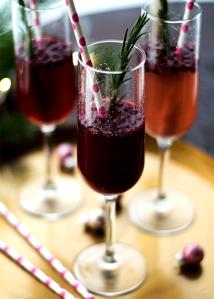Easy Delicious Pomegranate Champagne Spritzer